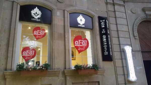 Генеральный директор компании Бурхан Салам объяснил почему гости Баку  должны обязательно заглянуть в этот магазин. «Покупатель духов – турист, он  хочет ... 907ebc71b7f